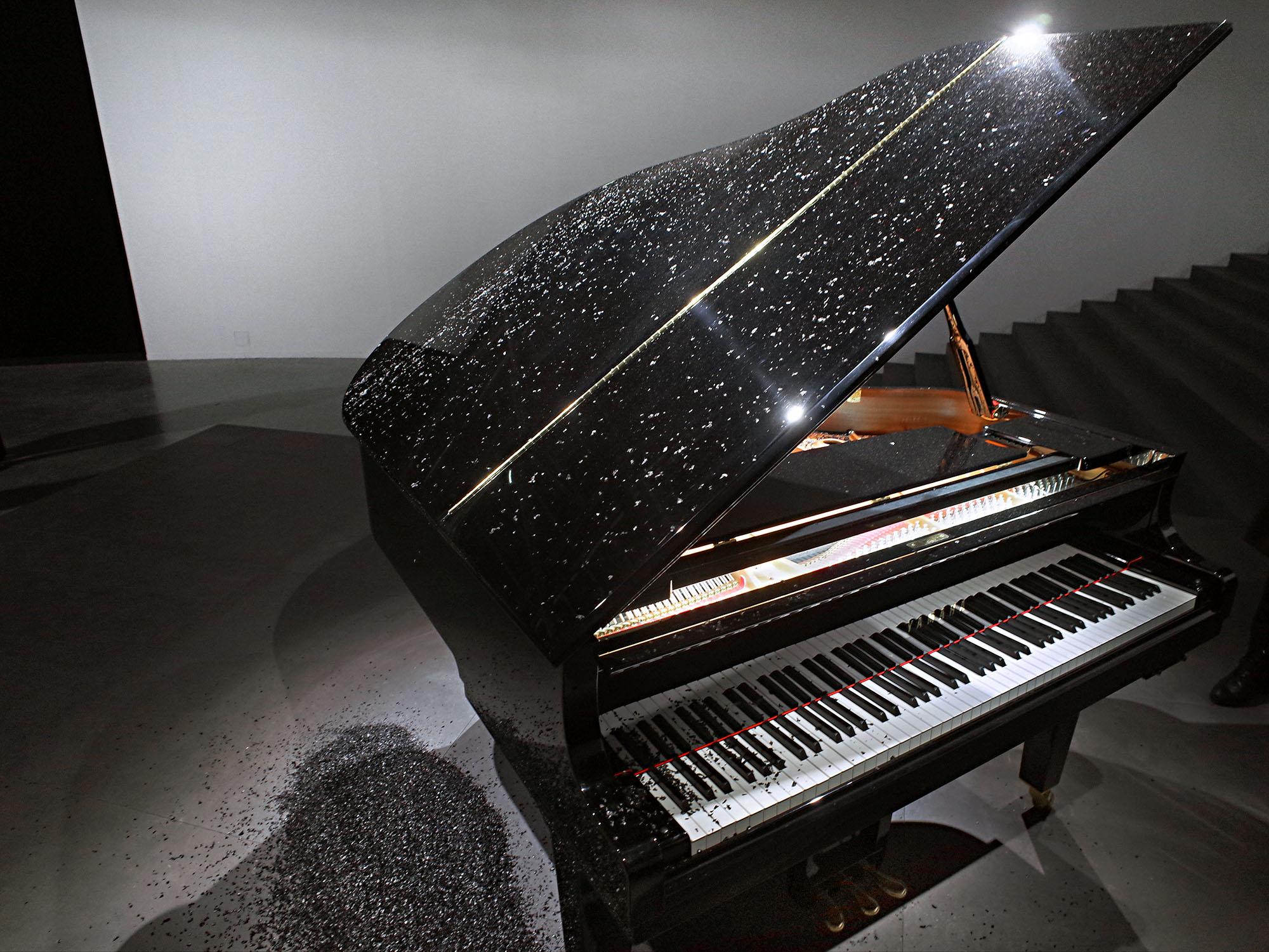 parreno piano neige clavier
