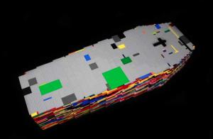 2012 LE DERNIER JEU Cercueil de lego de couleur 120 x 60 x 40 cm  [taille d'un enfant de 8 ans] Présenté avec son kit de montage de 2 tomes de 380 pages  et sa boite de rangement