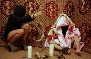 2012 ENSORCELLEMENT PAR LES CORNES captation photographique, dimensions variables, en collaboration avec la chorégraphe MERYEM JAZOULI autour de sa pièce CONTESSA, Casablanca, sans retouche informatique