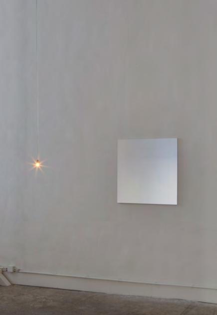 reflection, 2010 Ed. 1/3 ampoule 15w, tissu réfléchissant, châssis, 80 x 80cm