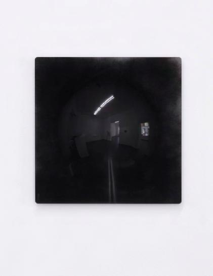 mirror, 2013 unique lentille de Fresnel peinte en noir