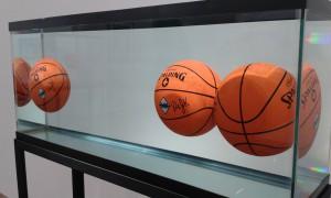 1985, Verre, acier, chlorure de sodium réactif, eau distillée et 3 ballons de basket