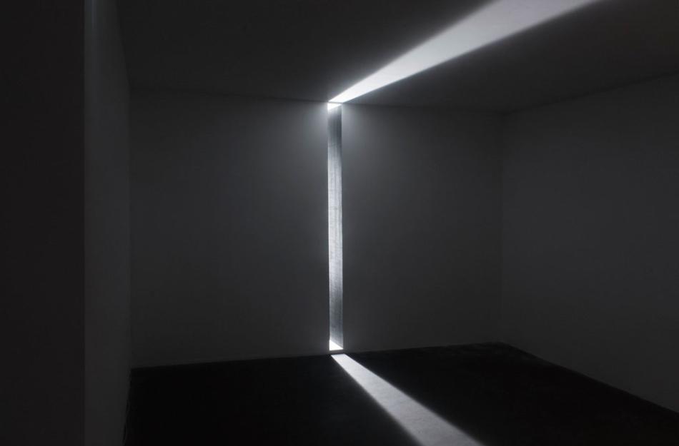Mathieu Bonardet, Interstice II, structure en bois, néon, mine graphite, 2014