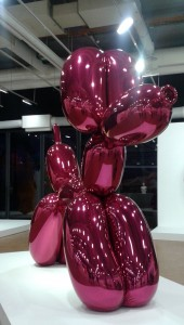 High chromium stainless steel with transparent color coating  307.3 x 363.2 x 114.3 cm  Version Magenta
