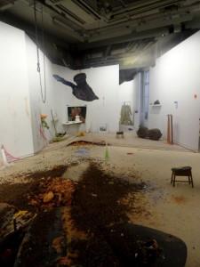 """Vue de l'exposition """"Le plaisir dans la confusion des frontières"""". Une pratique de la mise en scène installative"""