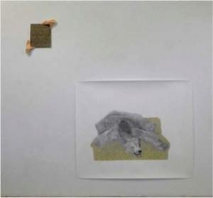 Marion Bénard, Housse, 2013, crayon graphite et aquarelle sur papier, 178 x 200 cm. Mains en plâtre et tissu, 60 x 60 x 8 cm.  © Marion Bénard