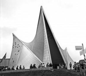 Le Corbusier et Iannis Xenakis, Pavillon Philips, Exposition Universelle Bruxelles, 1958 © wikimedia commons / Wouter Hagens