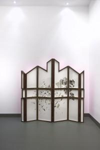 Claire Trotignon, Retable, 2015, collage de gravures, bois, plexiglass, bois laqué, dimensions variables env 150x150x7 cm. © Galerie de Roussan