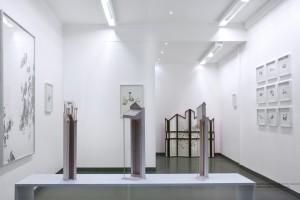 """Vue de l'exposition """"Let's build home"""" de Claire Trotignon (14 mars - 22 mai 2015) à la Galerie de Roussan"""