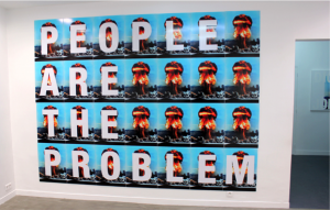 Cali Thornhill Dewitt, People are the problem, 2015, Vinyl sur plastique ondulé, 28 panneaux de 61x 46 cm.
