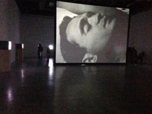 Ugo Rondinone, Installation vidéo, Palais de Tokyo, 2015 © Julia Gomila