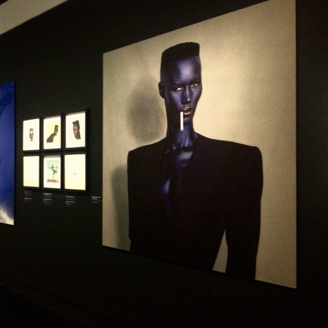 Jean-Paul Goude (1940, Saint-Mandé, France) Blue-black in black on grey, [Bleu-noir en noir sur gris], New York, 1981, Tirage numérique contrecollé sur aluminium 2015, Collection particulière