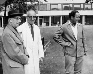Hans Arp, Emil Ruder, Armin Hofmann, 1961, Schule fur Gestaltung, Bâle. Photographie Marguerite Arp-Hagenbach.